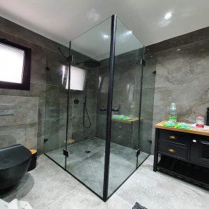 מקלחון שחור